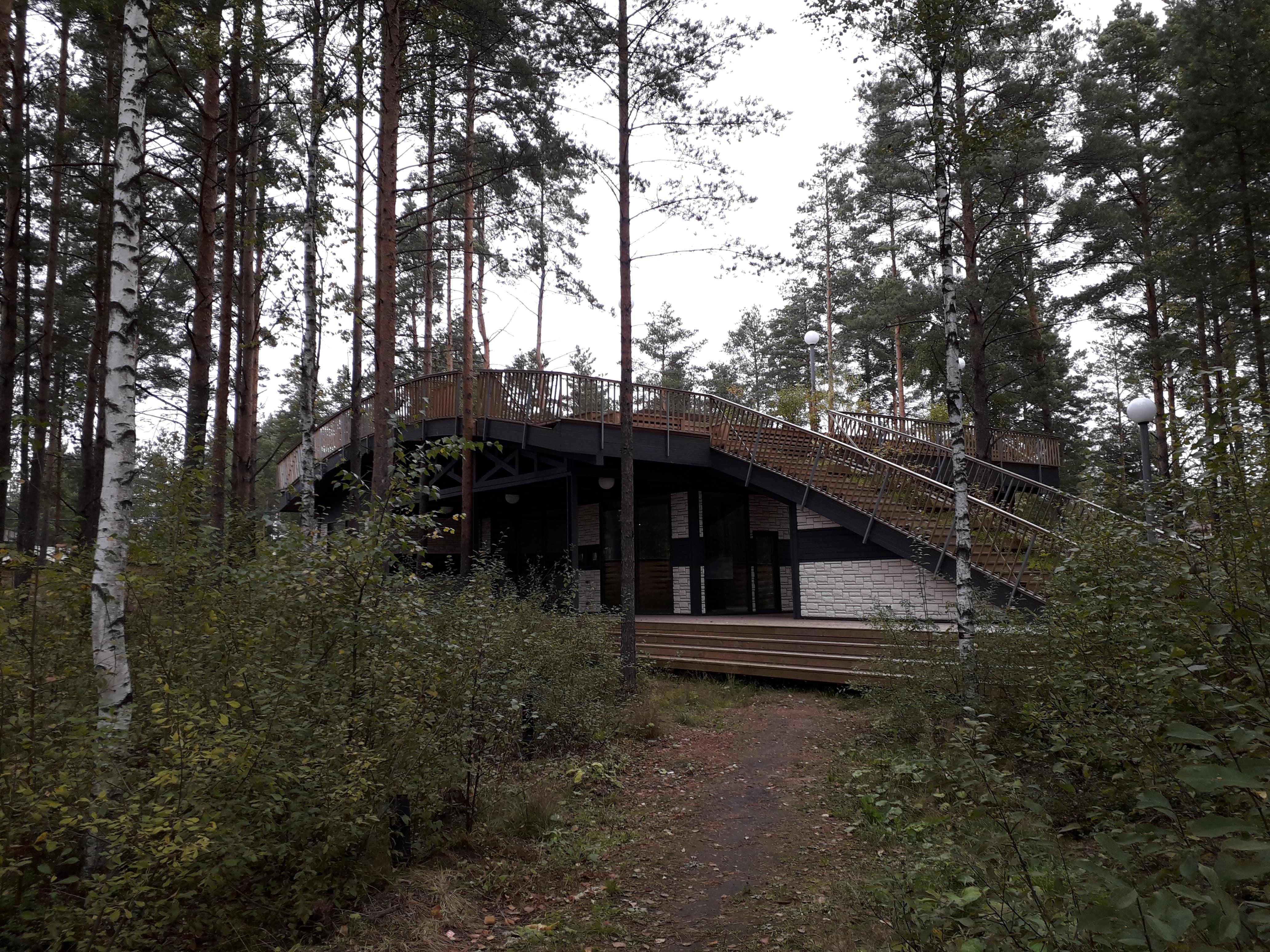 Продается, сдается в аренду одноэтажный фахверковый дом с садом на крыше в Белоострове