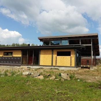 закончено остекление дома на территории закрытого гольф-клуба